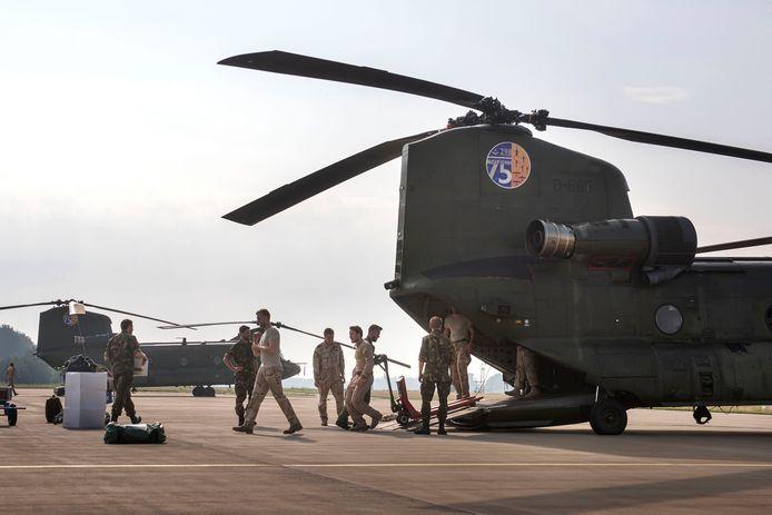 Vanaf vliegbasis Gilze-Rijen vertrekken twee Chinook helikopters naar Albanië om daar natuurbranden te helpen blussen.