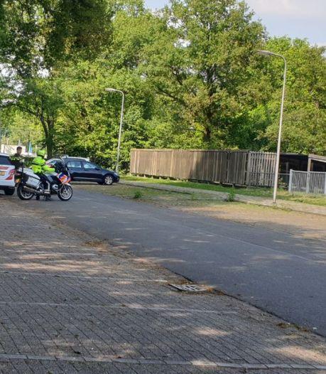 Dader steekpartij in Hengelo voortvluchtig, politie houdt zoekactie