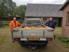 Gemeente Alphen doet een bijzondere levering bij halloweenvrijwilligers