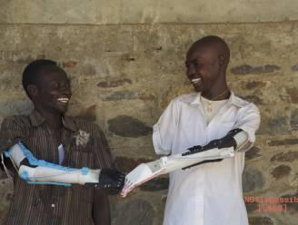 Hoe een 3D-geprinte prothese het leven van Soedanese kinderen verlicht