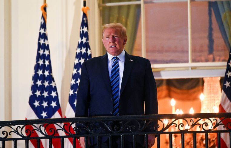 President Trump op het Truman-balkon van het Witte Huis. Beeld REUTERS