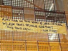 FC Den Bosch-supporters betuigen steun aan zorgpersoneel Jeroen Bosch Ziekenhuis