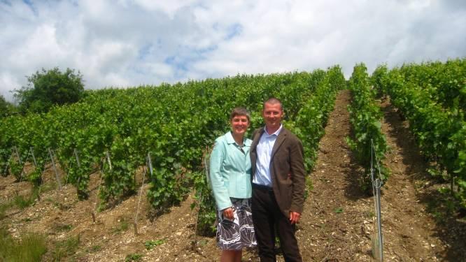 """Pieter en Nathalie starten wijndomein in Bredense polders: """"De druif sauvignon blanc gedijt goed in maritiem klimaat"""""""