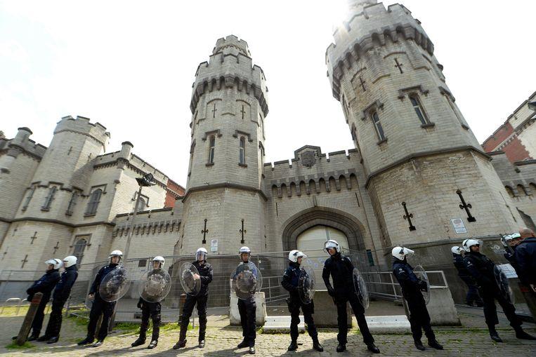 Als de cipiers staken, worden er politieagenten ingeschakeld. Maar de omstandigheden van de gedetineerden laten dan soms te wensen over.  Beeld Photo News