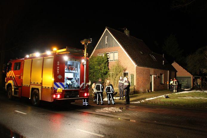Brandweer en politie rukten uit naar een woning in Hellendoorn waar een waterleiding was geknapt.