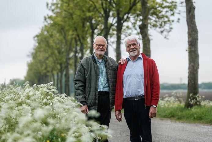 Archieffoto van John Ettema en Wim Rijnart (r) van de Stichting Behoud Buitengebied Moerdijk. Zij leggen het hoofd nog niet in de schoot, na het groene licht van de provincie voor het herziene LPM-plan.