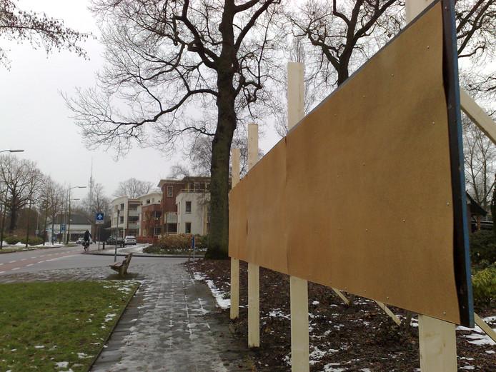 De borden voor de aanplakbiljetten van de politieke partijen staan er nog niet eens, maar EEPomp heeft zich al teruggetrokken voor de gemeenteraadsverkiezingen in De Ronde Venen. Foto Sanne Voets
