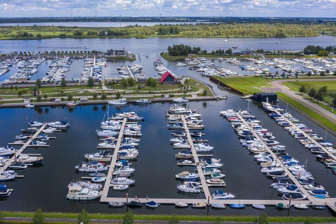 Jachthaven Drimmelen aan de rand van de Biesbosch.