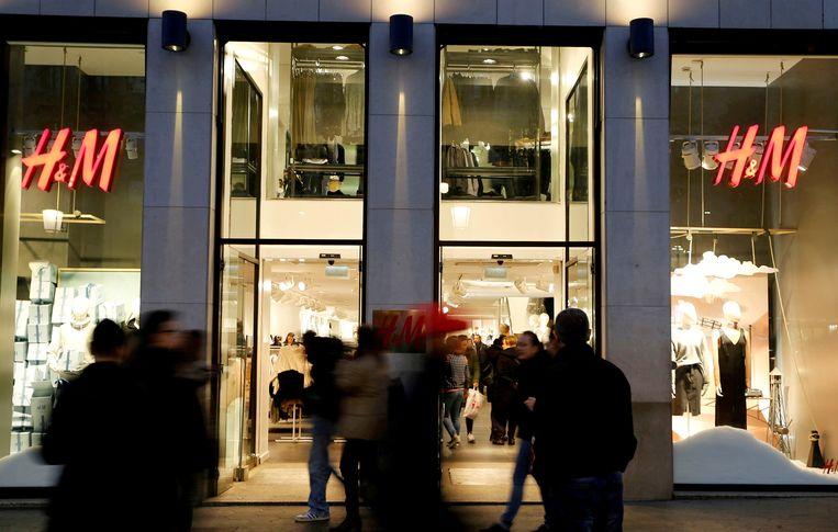 Teveel consumenten lopen de winkels van H&M voorbij. Daar moet verandering in komen. Beeld REUTERS