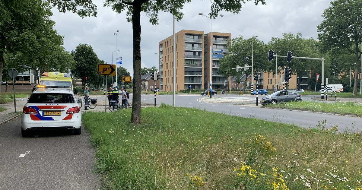 Fietser raakt gewond bij ongeluk met scooter, scooterrijder gaat ervandoor.