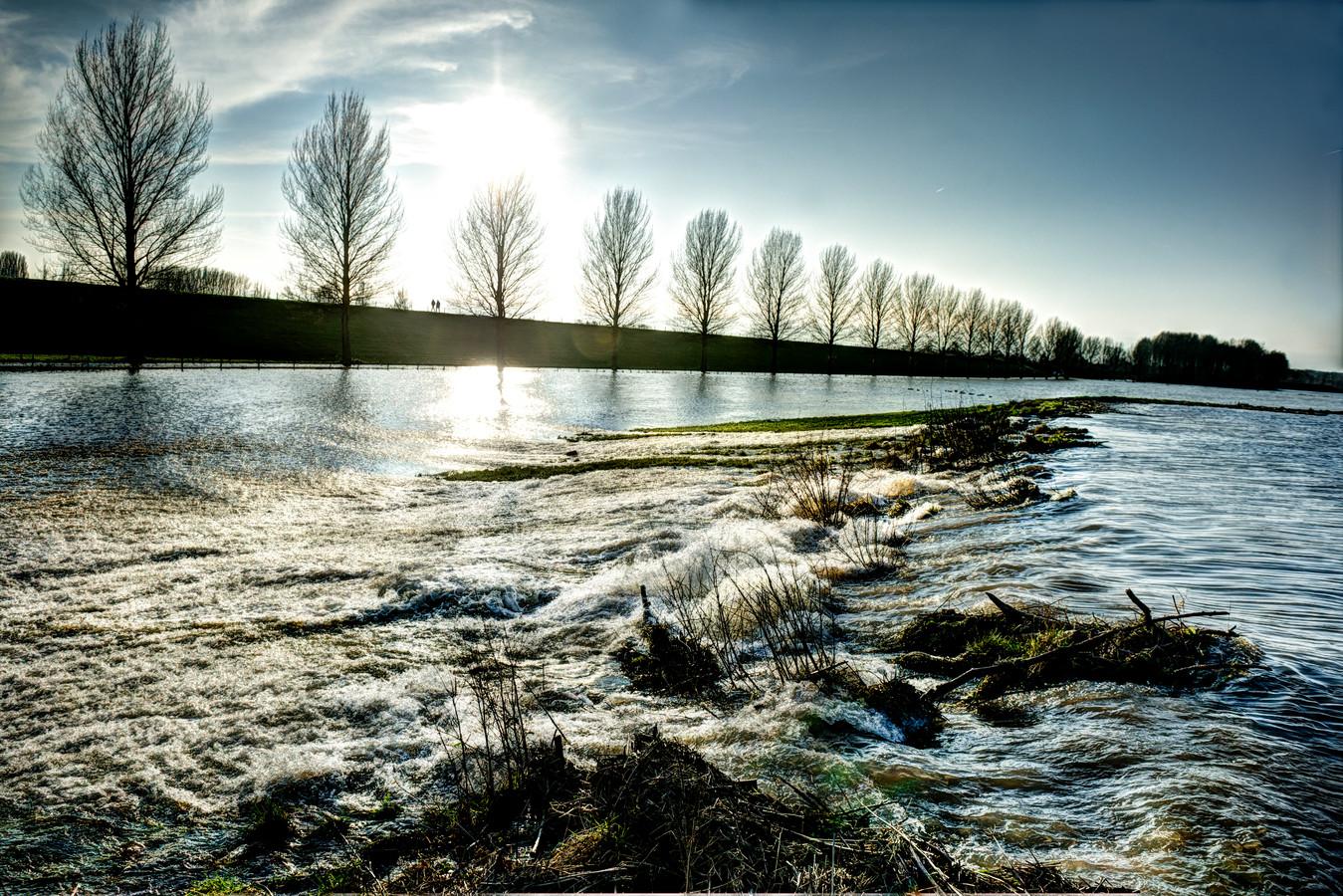 De zomerdijk bij Wamel, op 8 januari 2018 doorgebroken door hoog water.