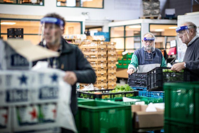 Steeds meer gezinnen maken gebruik van de voedselbank, zoals hier in Dordrecht.  Beeld Hollandse Hoogte / Marijn Fidder