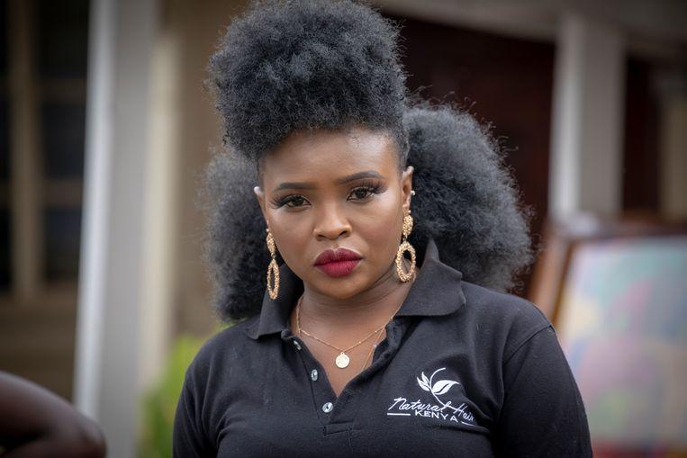 Een bezoeker aan het jaarlijkse 'natural hair event' in Nairobi. Beeld Sven Torfinn / de Volkskrant