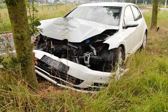 Het voertuig is flink beschadigd geraakt.