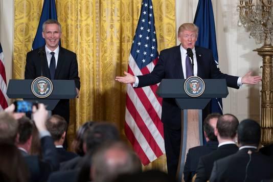 Jens Stoltenberg en Donald Trump.