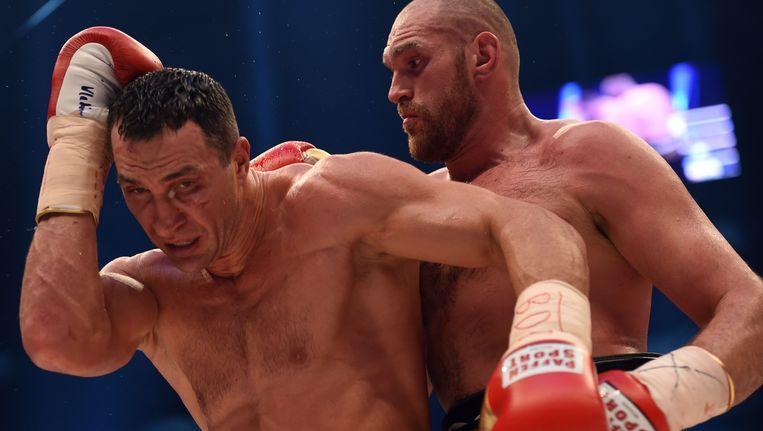Klitschko (links) bleek niet opgewassen tegen Fury. Beeld AFP