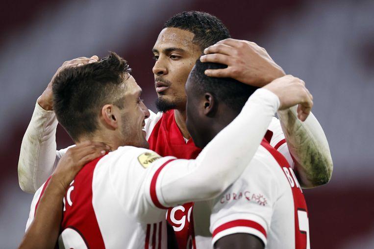 Ajax kocht Haller (midden) begin januari voor 22,5 miljoen euro van West Ham United.  Beeld ANP