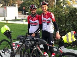 Na 23.000 kilometer fietsen De Gendt en Wellens nog even door