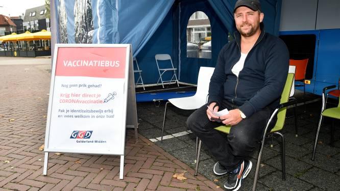 Barneveld loopt achter met vaccinaties, maar nu is het zo druk dat de prikbus langer blijft staan