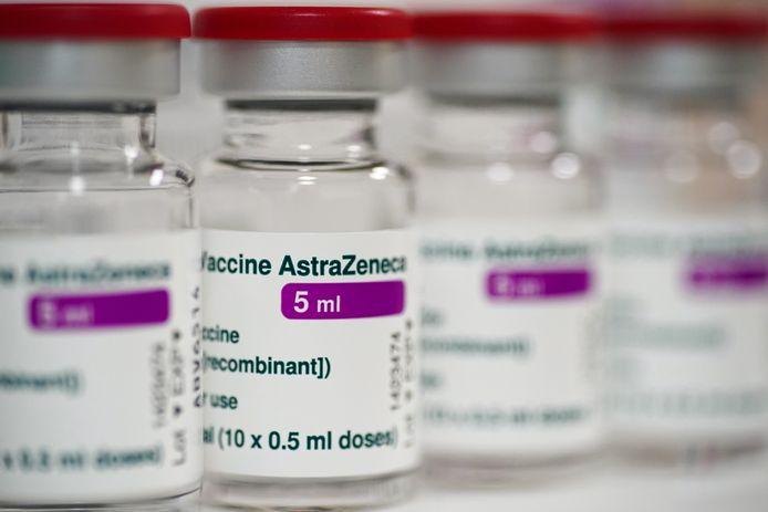 Het bedrijf Halix in Leiden mag de coronavaccins van AstraZeneca gaan produceren voor Nederland en de andere landen in de Europese Unie. De fabriek is vrijdag goedgekeurd door de toezichthouder, het Europees Geneesmiddelenbureau (EMA). De goedkeuring betekent dat er meer vaccindoses beschikbaar komen.