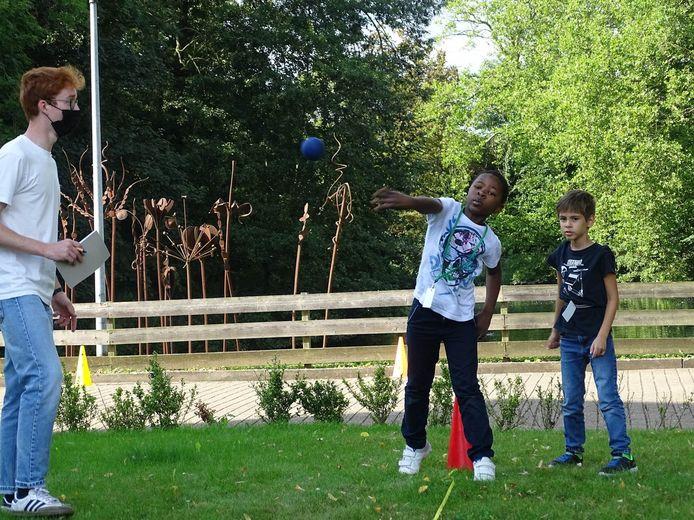Revalidatieziekenhuis Inkendaal in Vlezenbeek kon dit jaar na een verplichte coronapauze opnieuw haar G-sportdag organiseren.