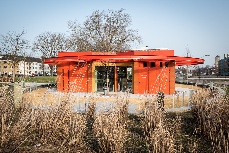 Kiosk Mama in Maastricht. Beeld Simon Lenskens