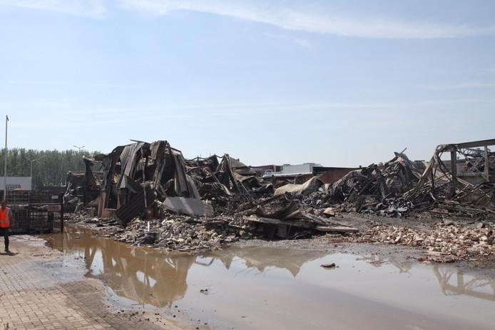 Enorme schade na zeer grote brand bij Addapt Chemicals in Helmond.
