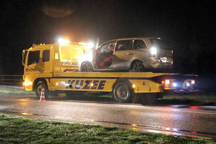 De auto van de man die werd aangereden moest worden opgehaald door een bergingsbedrijf.