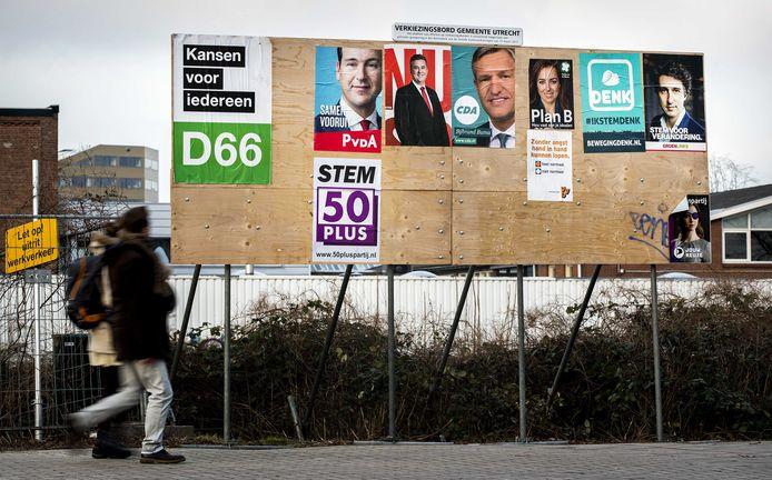 Posters van verschillende politieke partijen die deelnamen aan de Tweede Kamer verkiezingen in 2017.