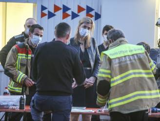 """Minister Annelies Verlinden (CD&V) bezoekt crisiscentrum in Brecht: """"Hulpdiensten hebben ongelofelijk goed samengewerkt"""""""