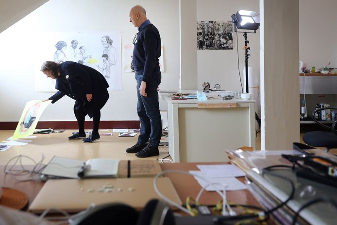Jan van den Dobbelsteen en Danielle Lemaire aan het werk in Park Zuiderhout.