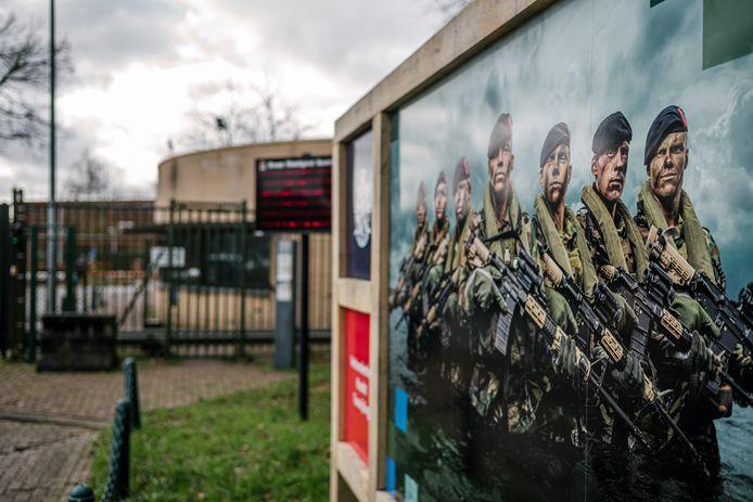 Exterieurfoto van de Van Braam Houckgeestkazerne van het Korps Mariniers in Doorn.
