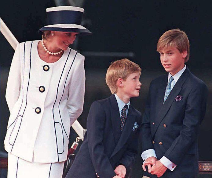 Diana met haar zoons in 1995.