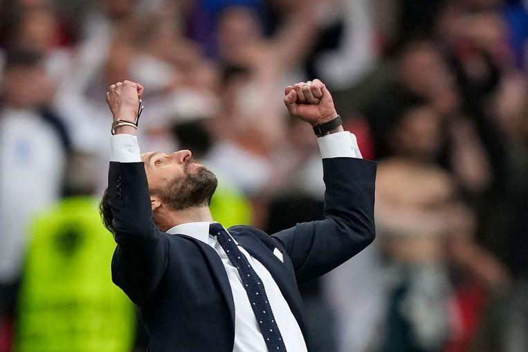 De Engelse bondscoach Gareth Southgate juicht na de zege tegen aartsrivaal Duitsland, dinsdagavond in Londen. Beeld AFP