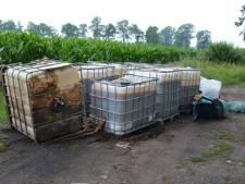 Vaten drugsafval en vijftig vuilniszakken gedumpt in buitengebied