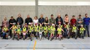 Kleuters leren succesvol zelfstandig fietsen tijdens fietscursus