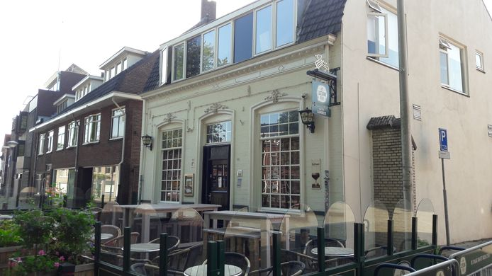 Kaffee Lambiek aan het Wilhelminapark is dicht.