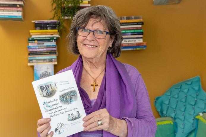 Voormalig kleuterjuf Aly Hilberts heeft in coronatijd haar jeugdherinneringen en hilarische en leerzame gesprekken met kleuters opgeschreven.