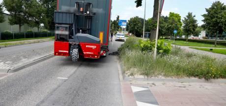 Jonge fietsster gewond door aanrijding met vrachtwagen in Heijen