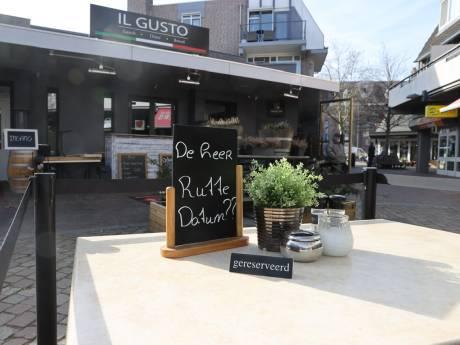 Restauranthouder uit Best zet één terrastafeltje voor de deur met een bordje erop: 'Gereserveerd voor Rutte'