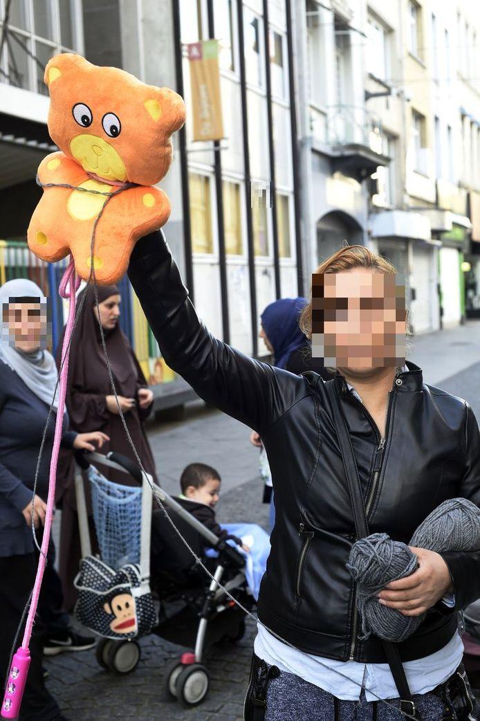De moeder protesteerde destijds voor de schoolpoort van De Bijtjes in de Offerandestraat