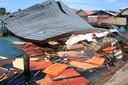 De ravage, zoals hier op een overdekte markt, is groot na de beving.