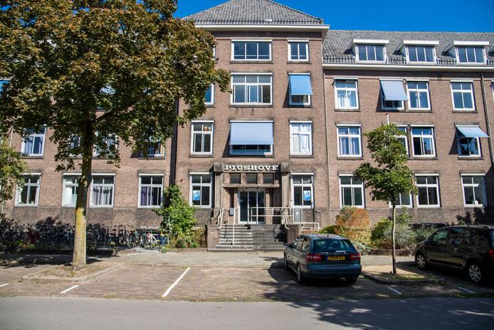Het voormalige klooster en verpleeghuis Piushove in Nijmegen, waar in de kelder open en bloot de medische dossiers van de demente oud-bewoners lagen.