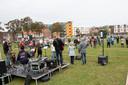 De tweede Sing-In op het corona-proof ingerichte grasveld aan de Jan Vermeerstraat bracht zaterdagmorgen christenen uit heel Almelo op de been.