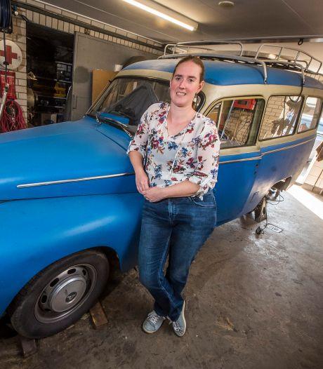 Goorse Daisy sleutelt graag aan haar grote liefde Sien, haar eigenzinnige Volvo Duett uit 1968