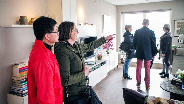 cdcf205354a491 ... Kopers bekijken ene woning op de landelijke Openhuizendag Beeld Jiri  Buller / de Volkskrant