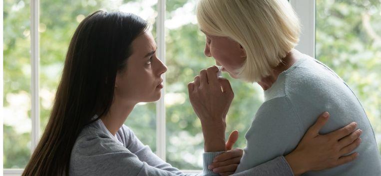 """Moeder Astrid (69) tegen dochter Josine (38): """"Er is iets wat ik je altijd al heb willen vertellen…"""""""