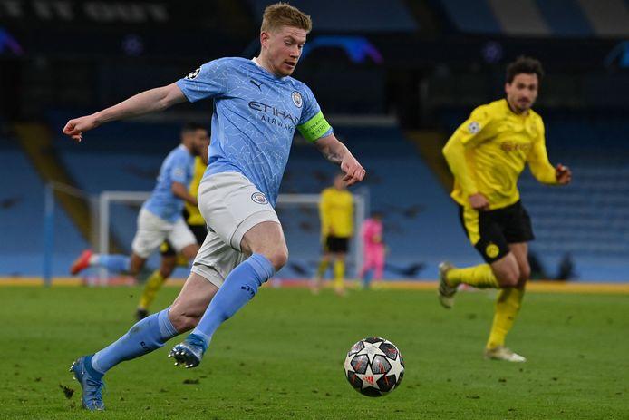 Kevin de Bruyne (l) in actie tegen Borussia Dortmund.