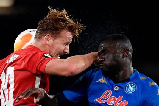 De Wit in duel met Koulibaly.