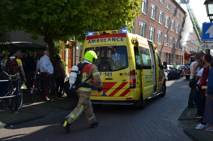 Bij het blussen van de brand liepen twee brandweerlieden brandwonden op.